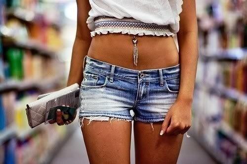 Фото девушек в джинсах из которых лезут труселя фото 154-479