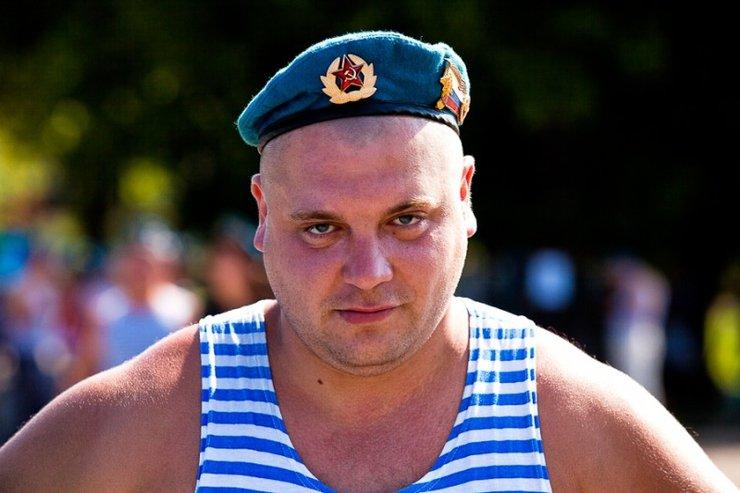 Нетрезвый российский десантник одним ударом руки убил быка на корриде