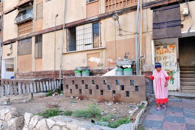 depositphotos-25738987-stock-photo-poverty-in-kiryat-malachi-israel
