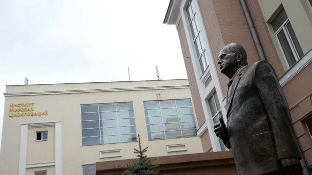 160411150928-zhirinosvkiy-monument-624x351-rianovosti-nocredit-1