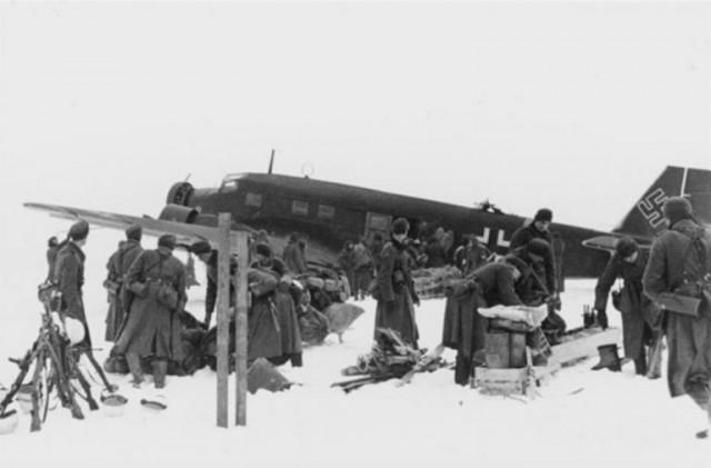 YUnkers-52-s-amerikanskimi-dvigatelyami-pomogaet-vermahtu-bombit-russkie-goroda-png-768x505