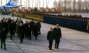 Президент США Джеральд Форд и Дэн Сяопин перед почетным караулом. Китай. 1975 г.
