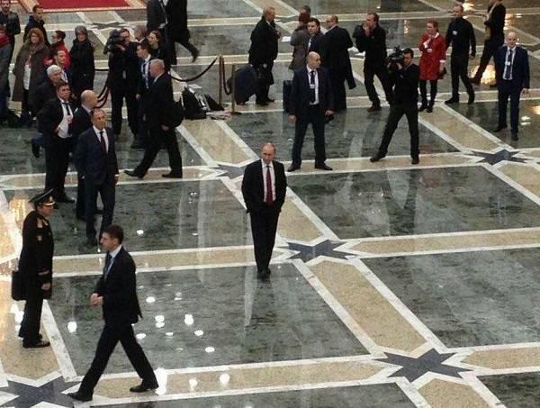 Изгой Владимирович»: в сети подняли на смех фото «одинокого» Путина