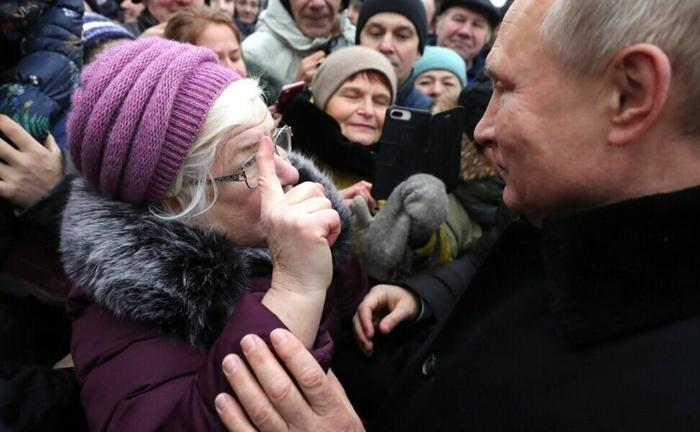 Путин среди народа
