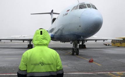 На фото: последний перелет пассажирского самолета Ту-154