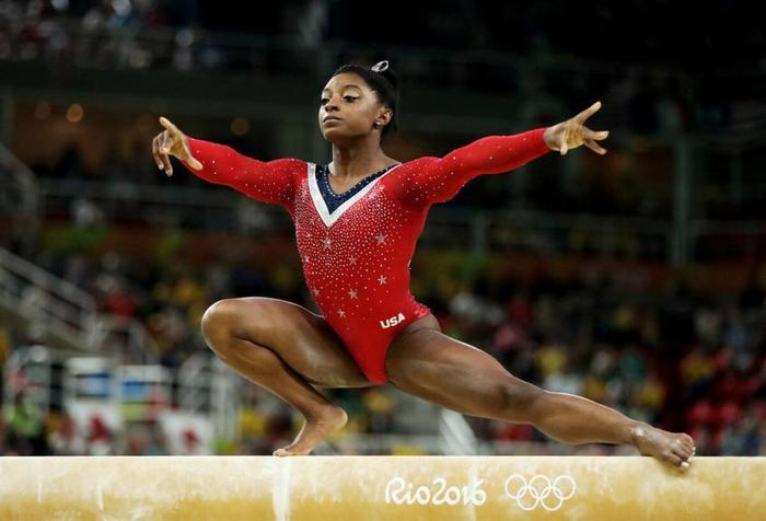 Просто сравните американку Симону Байлз и русских гимнасток