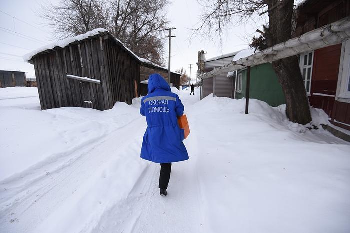 Люди стараются сохранить в своих селах хоть какие-то остатки медицины. Фото: Олег РУКАВИЦЫН