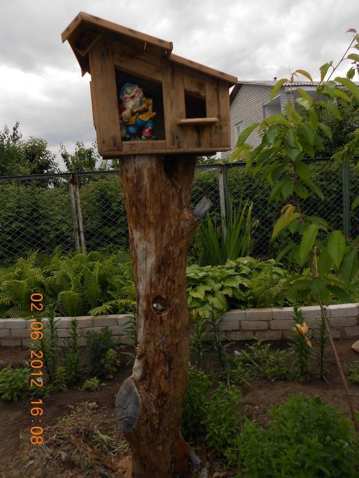 Поделки для дачи из стволов дерева 19