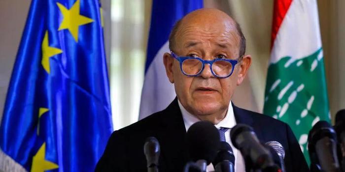 """Глава МИД Франции назвал Россию """"неприятным и невыносимым соседом"""""""