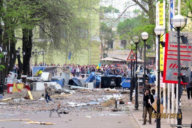 После столкновений. Греческая площадь, 2 мая 2014 года