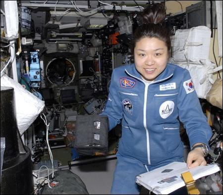 Ли Со Ён на борту МКС