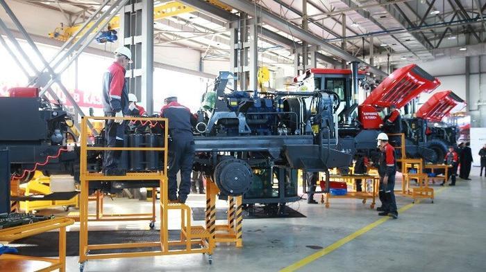 Промышленное производство в России быстро набирает обороты