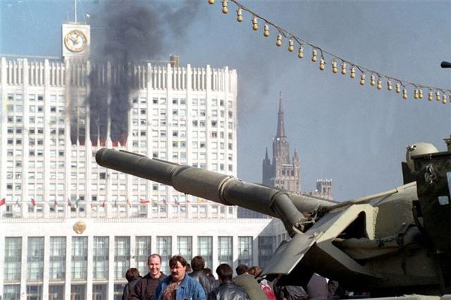 Картинки по запросу расстрел белого дома 1993