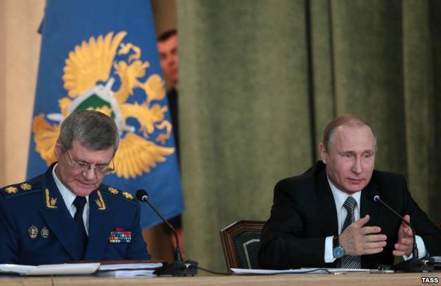 Генеральный прокурор России Юрий Чайка и Владимир Путин