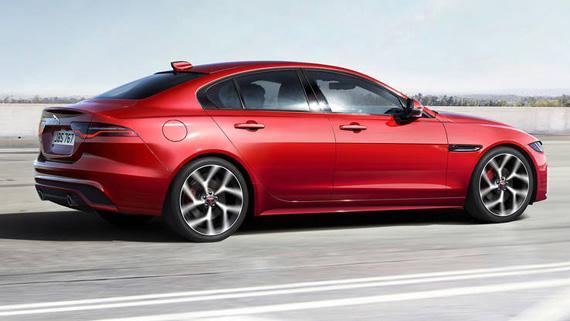 Седан Jaguar XE 2020 / Ягуар ХЕ 2020 – вид сбоку