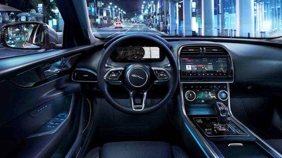 Салон седана Jaguar XE 2020 / Ягуар ХЕ 2020