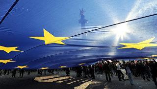 Флаг Евросоюза во время митинга в Тбилиси