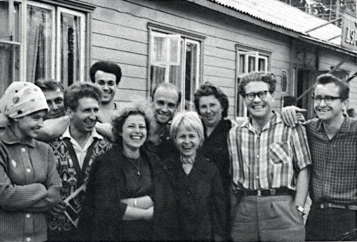 Молодые и задорные композитор, поэты и певцы.  1963 г. На Братской ГЭС