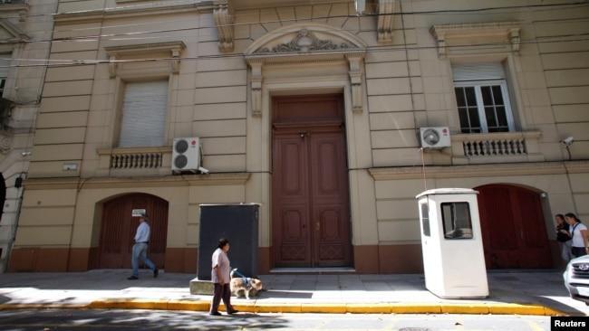 Здание посольской школы РФ в Буэнос-Айресе, где обнаружили 12 чемоданов с 400 кг наркотика. Фото: Reuters