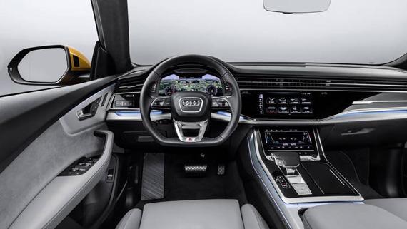 Интерьер кроссовера купе Audi Q8 2019 / Ауди Q8 2019