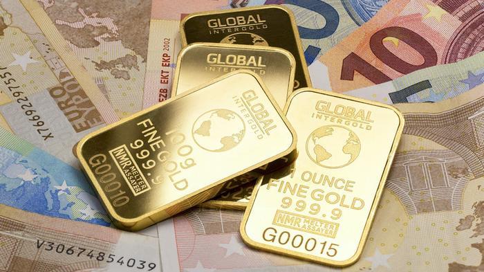 Le Monde: рекордный спрос на золото говорит о росте недоверия к доллару