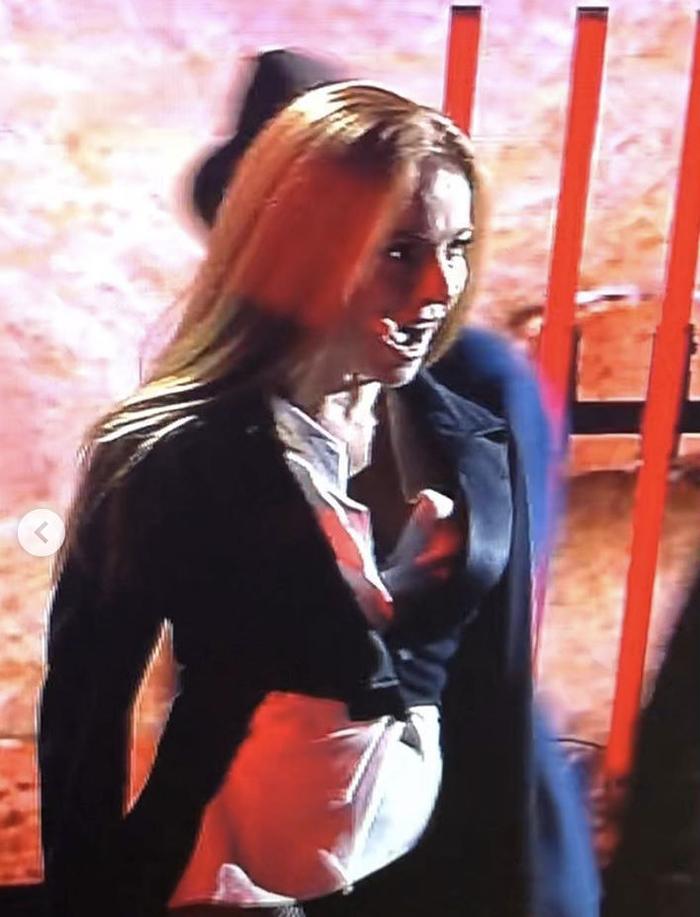 Актриса забыла надеть юбку и появилась на сцене без низа