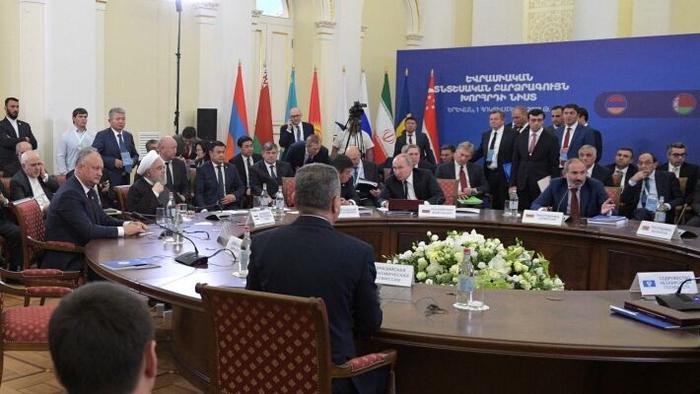 России нужно выстроить новую архитектуру отношений с партнерами из ЕАЭС