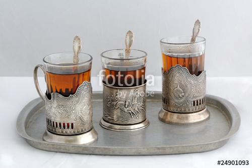 Стакан чая с подстаканником