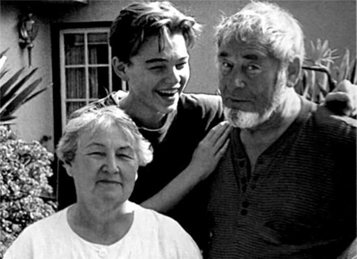 Леонардо ди Каприо с дедушкой и бабушкой   Фото: videoboom.cc