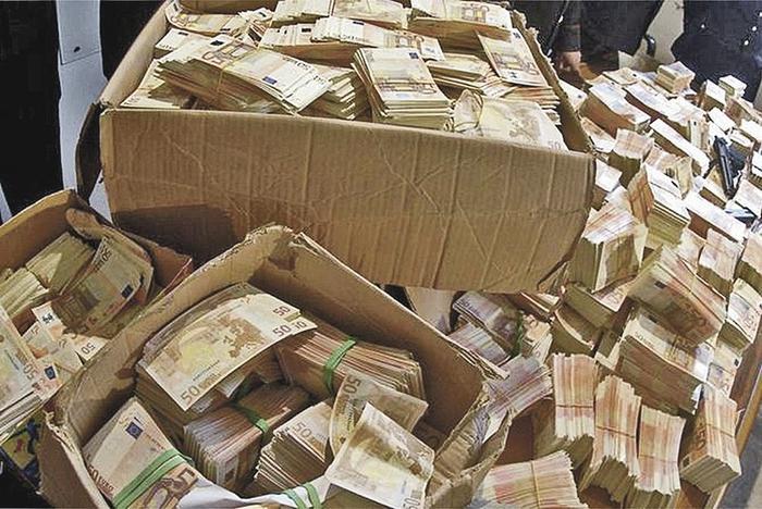 У экс-полковника Захарченко обнаружили валюты на 8,5 миллиарда рублей. Фото: МВД РФ
