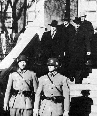 Arrest_at_city_hall_1942.jpg