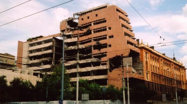 Здание Генштаба в центре Белграда, разбомбленное во время агрессии НАТО против Югославии в 1999 году