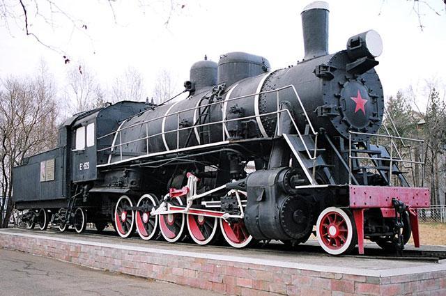 Паровоз Ел−629, в топке которого якобы был сожжён Сергей Лазо, в 1972 году установлен как памятник на станции Уссурийск.