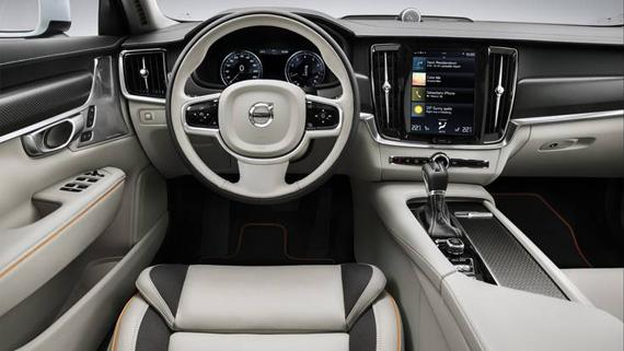Интерьер Volvo V90 Cross Country 2017