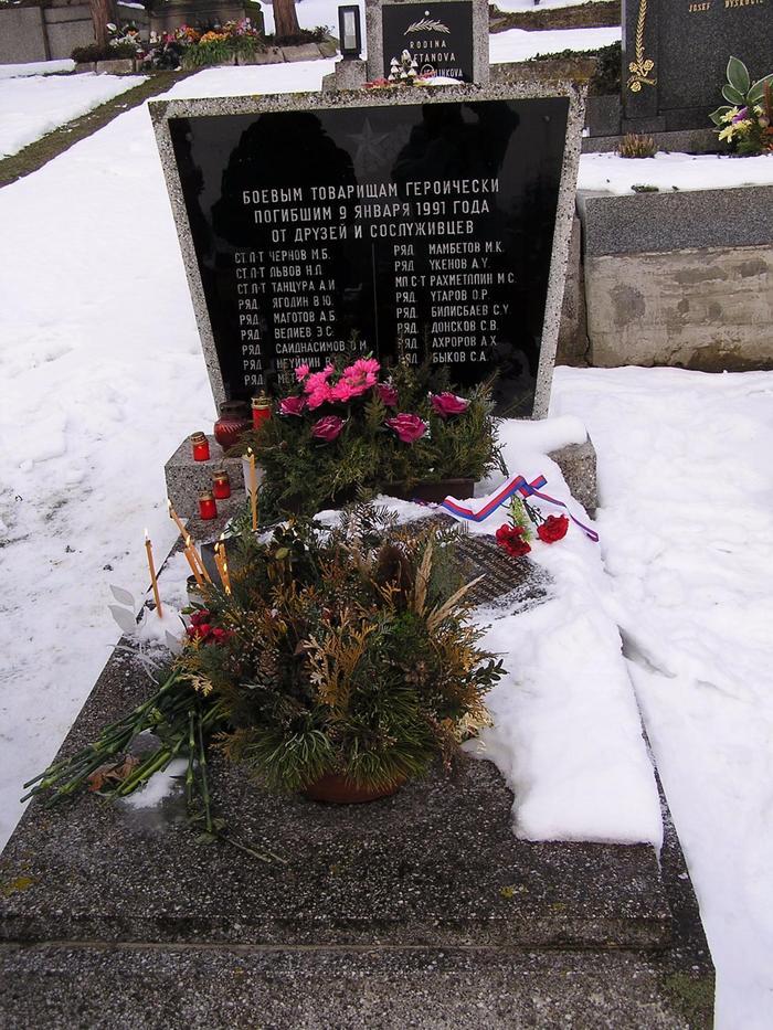 Чехия могила танкистов.jpg