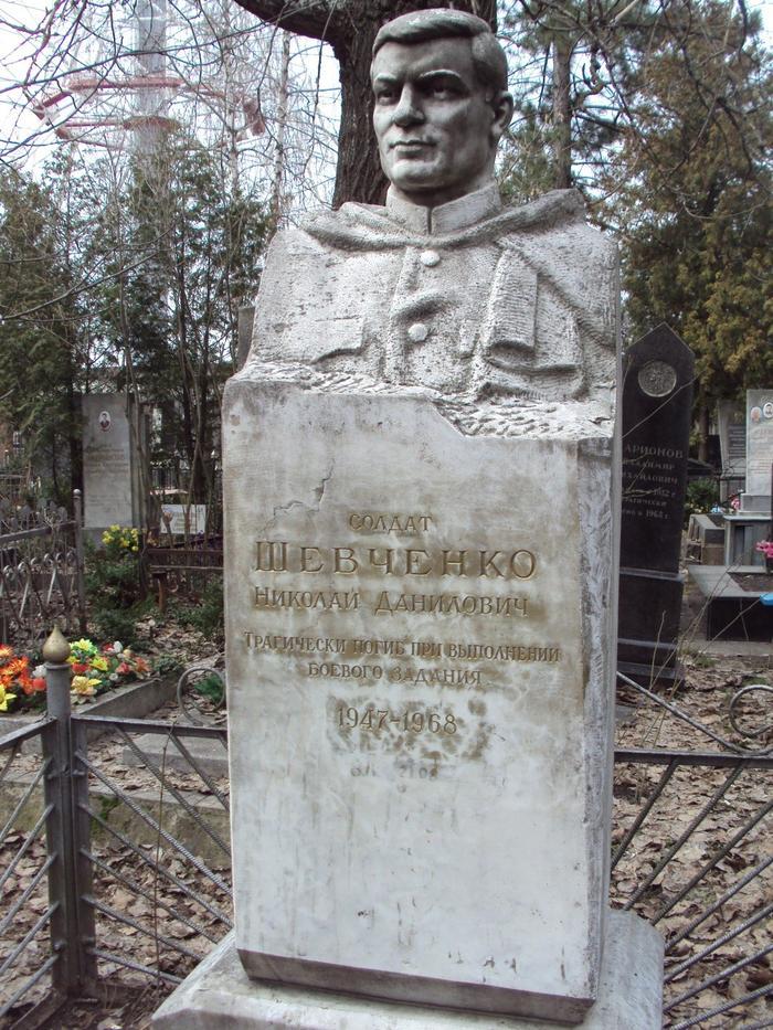 Шевченко обелиск герою.jpg