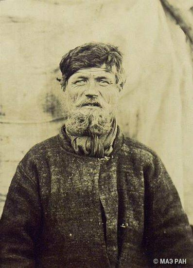 Фото мужчины 36 лет. Украина, 1894 год. Автор Дудин С.М. У меня дед, прошедший Финскую и Отечественную, в 65 моложе выглядел.