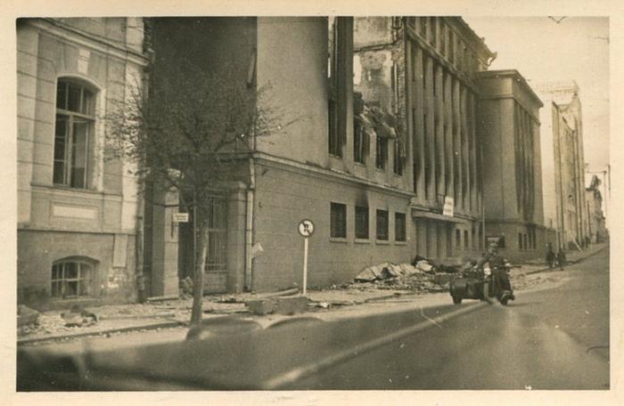 Улица К.Маркса, поврежденное здание ВПШ. Источник: vk.com/minskphotohistorynews