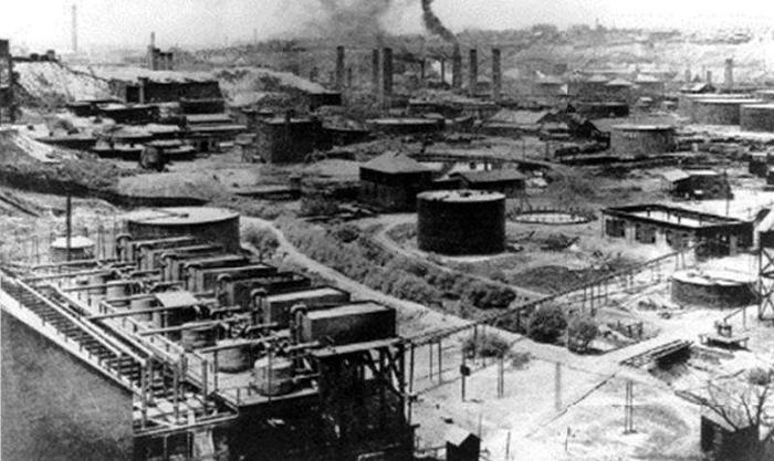 Завод «Стандарт Ойл» в Кливленде. Фото 1889. На предприятия этих компаний стягивалась весьма внушительная рабочая сила. Преимущественно черные.