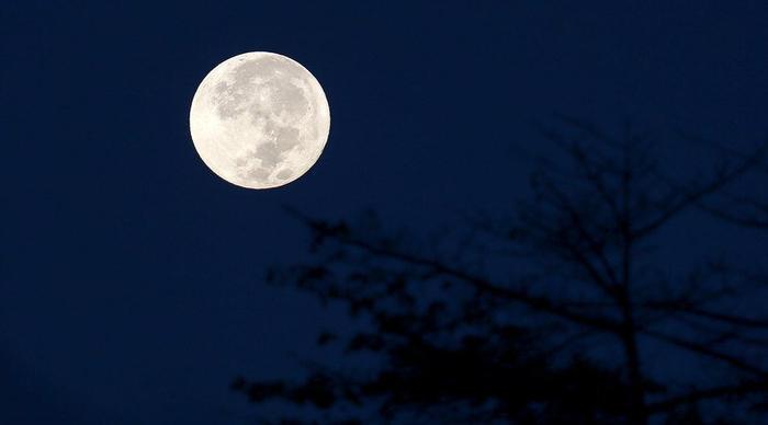 Не стоит разбрасываться сырьем на Луне!