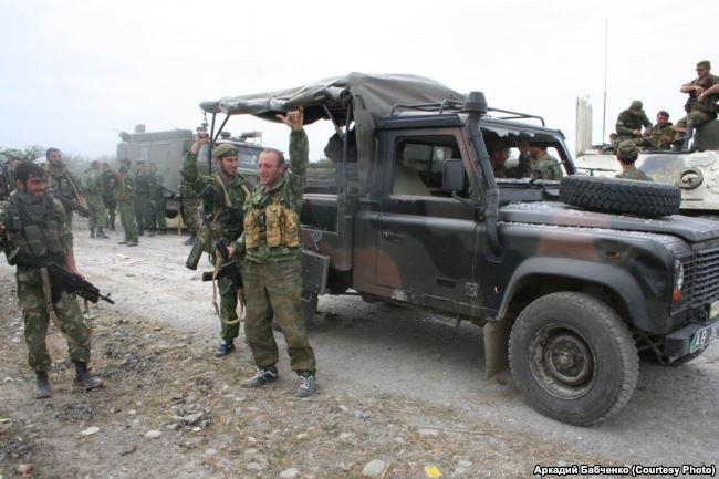 """Бойцы батальона """"Восток"""" и брошенный грузинской армией """"Лендровер"""""""