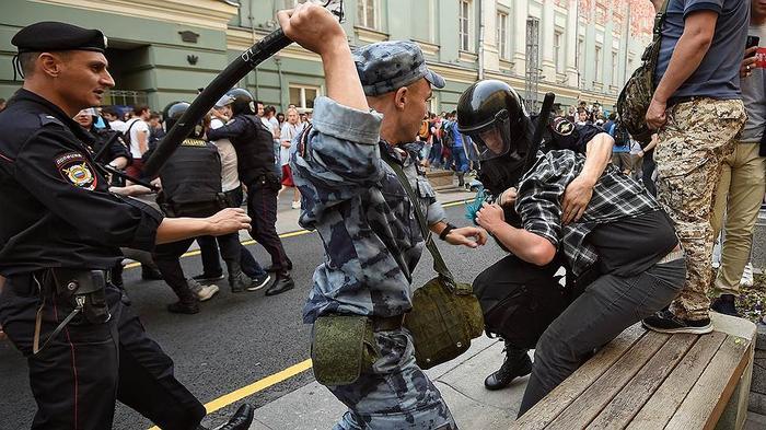 Дальше Охотного ряда полиция пройти не позволила» – Коммерсантъ FM ...
