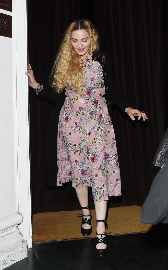 Косички как у девочки, зубы как у бабушки: Мадонна шокировала поклонников неопрятным образом и полнотой рекомендации