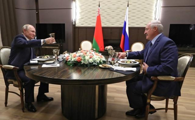 Владимир Путин и Александр Лукашенко во время рабочего обеда. 7 декабря 2019 года, Сочи