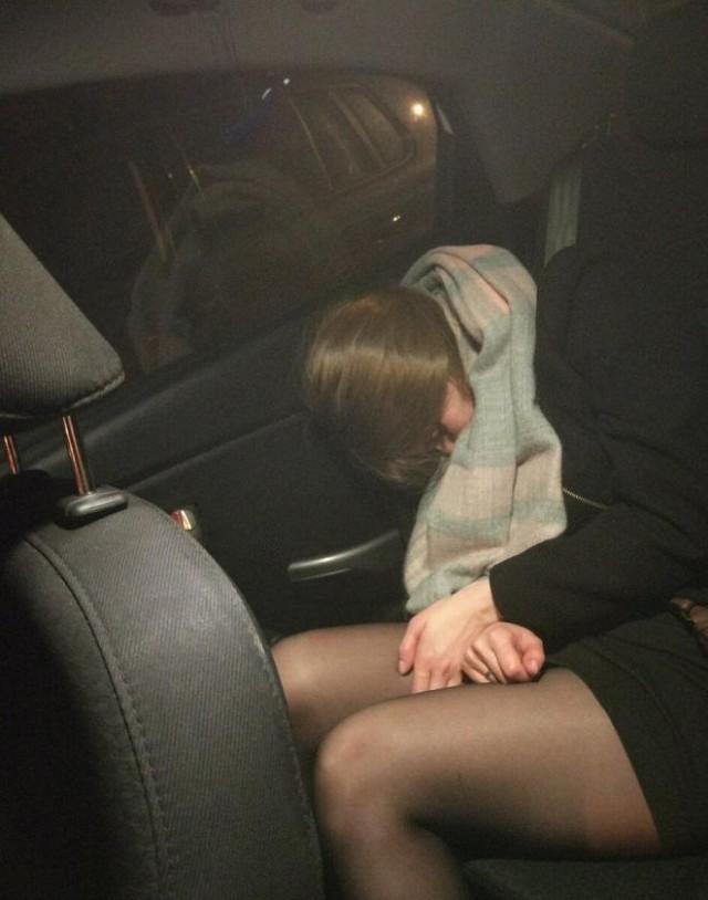 """В Москве изнасиловали нетрезвую женщину, уснувшую в """"Яндекс.Такси"""""""