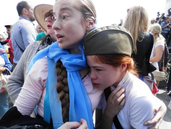Молоденькие девочки демонстрируют свои пилотки 4 фотография
