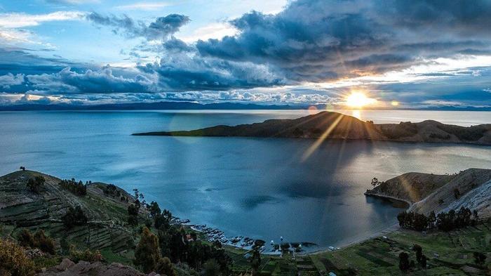 Озеро между Боливией и Перу