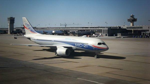 Наш красавец: пассажирский самолёт МС-21 во многом превосходит именитых конкурентов: Boeing и Airbus
