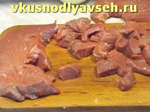 мясо нарезать кусочками