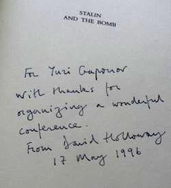 Дарственная надпись Дэвида Холлоуэя на его книге Stalin and the Bomb («Троицкий вариант» №23, 2019)